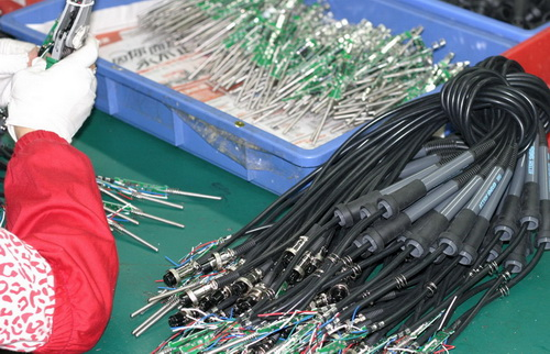 http://dlnmh9ip6v2uc.cloudfront.net/newsimages/China-2011/2/4-SolderingIron-Clamshell-3-M.jpg