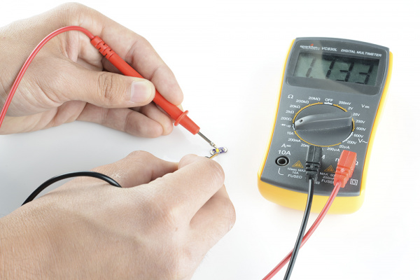 LED polarity test with multimeter
